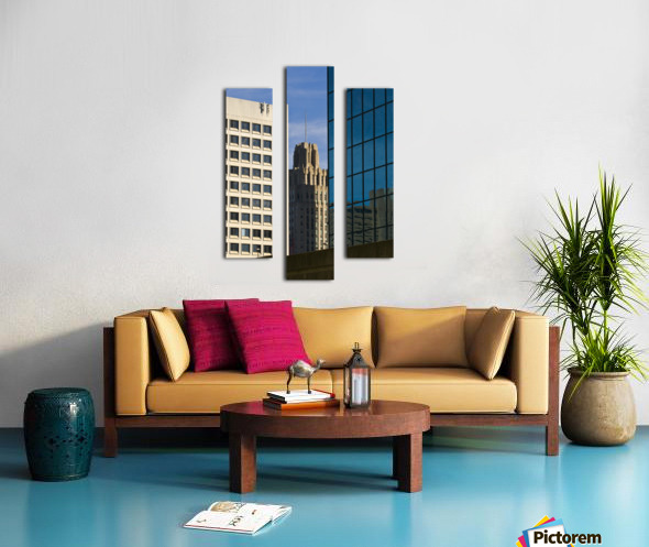 Standing In The City Canvas print
